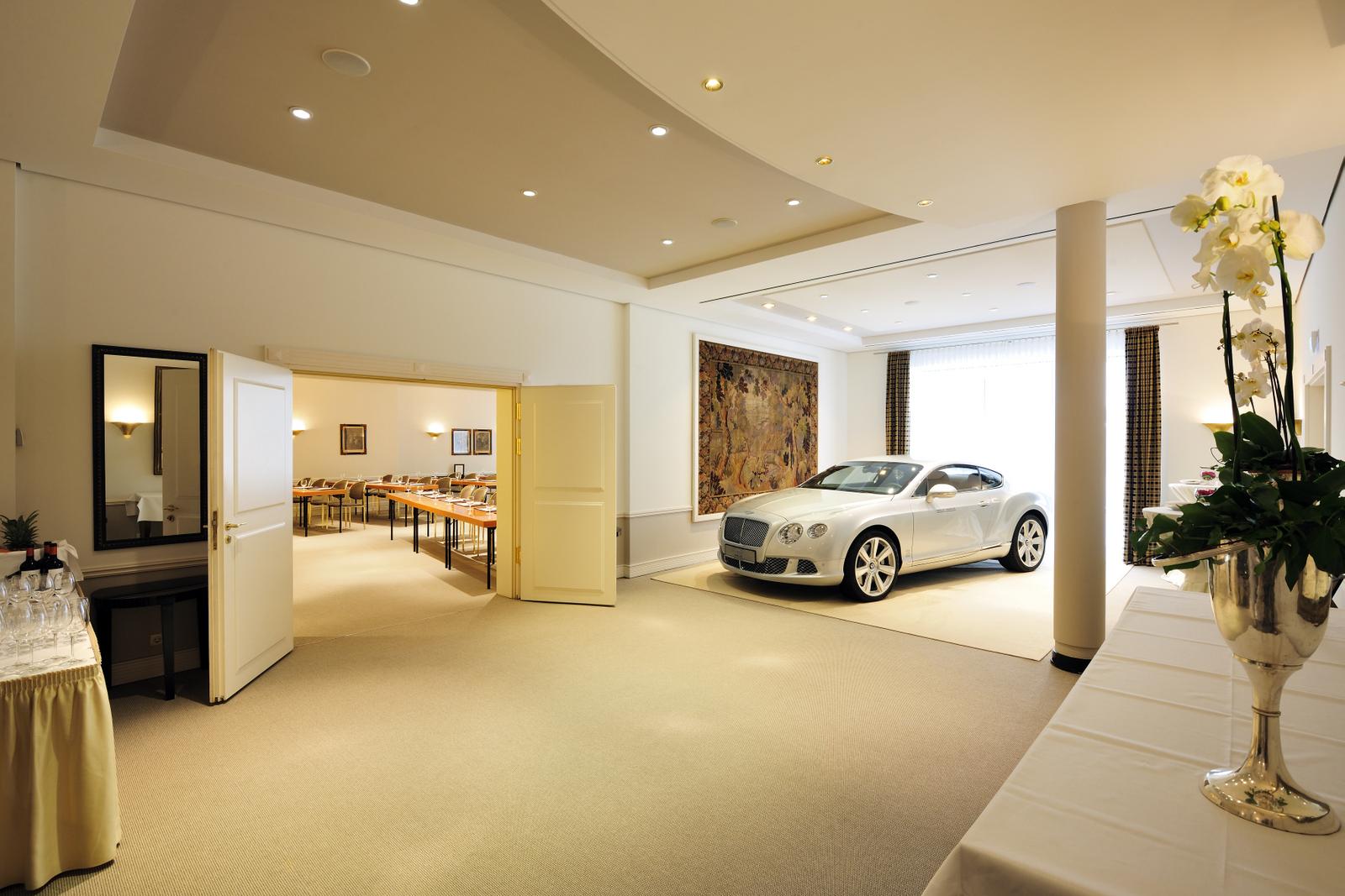 gobelinsaal mit foyer kastens hotel luisenhof. Black Bedroom Furniture Sets. Home Design Ideas