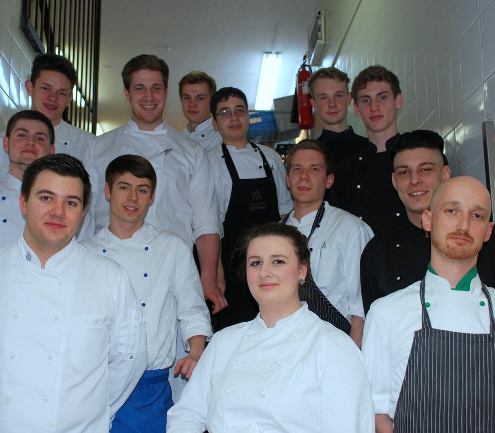 Was hat dich dazu bewegt eine Ausbildung in der Hotellerie und Gastronomie zu absolvieren? Und wie bist du damals auf das KASTENS HOTEL LUISENHOF aufmerksam geworden?