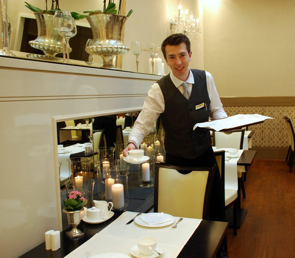 Während Ihrer Ausbildung zum Hotelfachmann haben Sie unterschiedliche Abteilungen in unserem Hotel kennengelernt. Geben Sie uns einen kleinen Einblick in Ihre damalige Ausbildungszeit im Luisenhof.