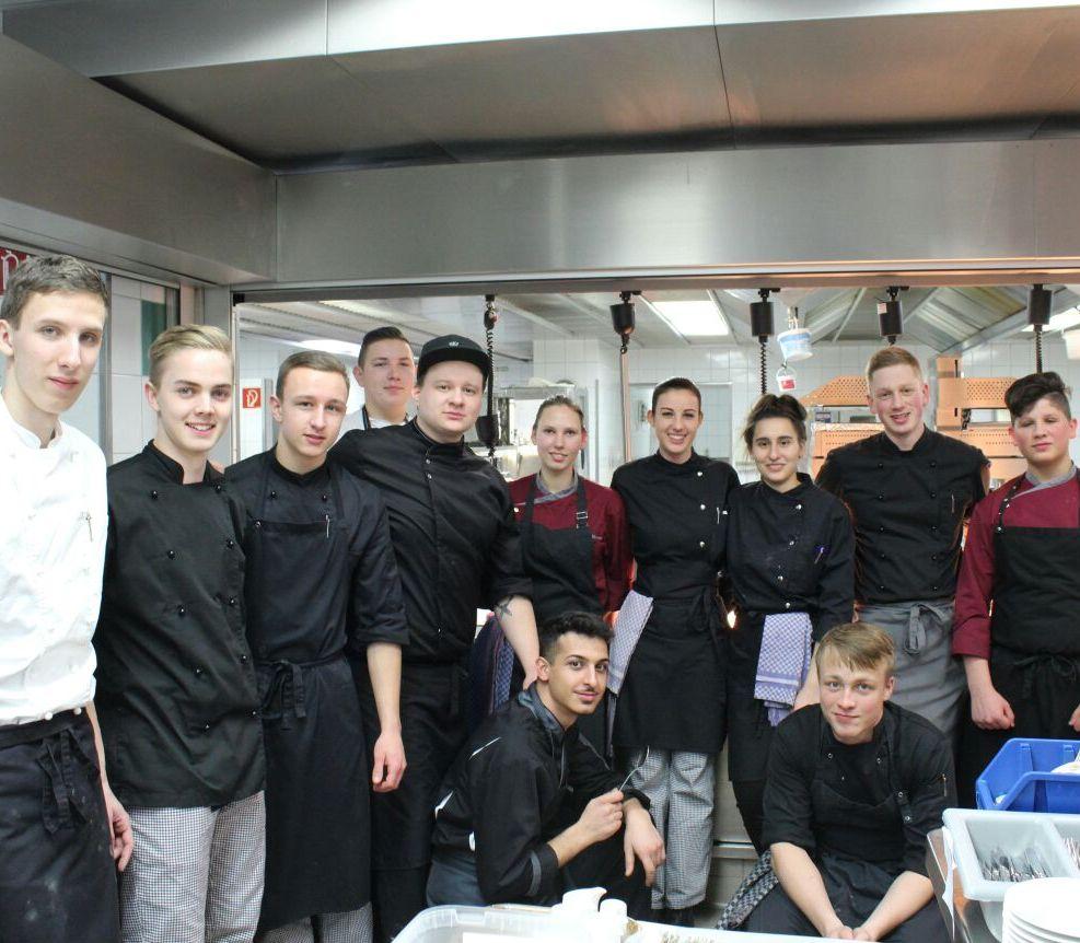 Während Ihrer Ausbildung zum Koch haben Sie unterschiedliche Abteilungen in unserem Hotel kennengelernt. Geben Sie uns einen kleinen Einblick in Ihre damalige Ausbildungszeit im Luisenhof.
